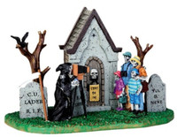 Lemax 43068 FAMILY VACATION PHOTO Spooky Town Table Accent Halloween Decor bcg