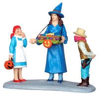 Lemax 52310 SWEET TREATS Spooky Town Figurine Halloween Decor Figure bcg