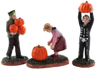 Lemax 82565 PUMPKIN PICKERS Set of 3 Spooky Town Figurine Halloween Decor bcg