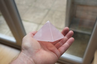 Rose quartz pyramid (112073)