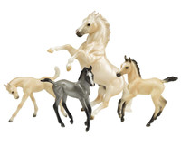 Breyer Horses Clouds Legend  Palomino Mustang 1: 9 Traditional Scale 1808
