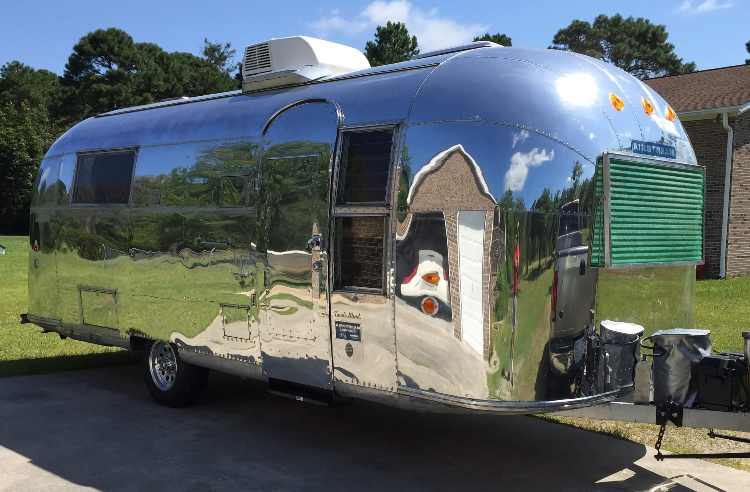 Airstream with HiSpec Series 03 Wheels
