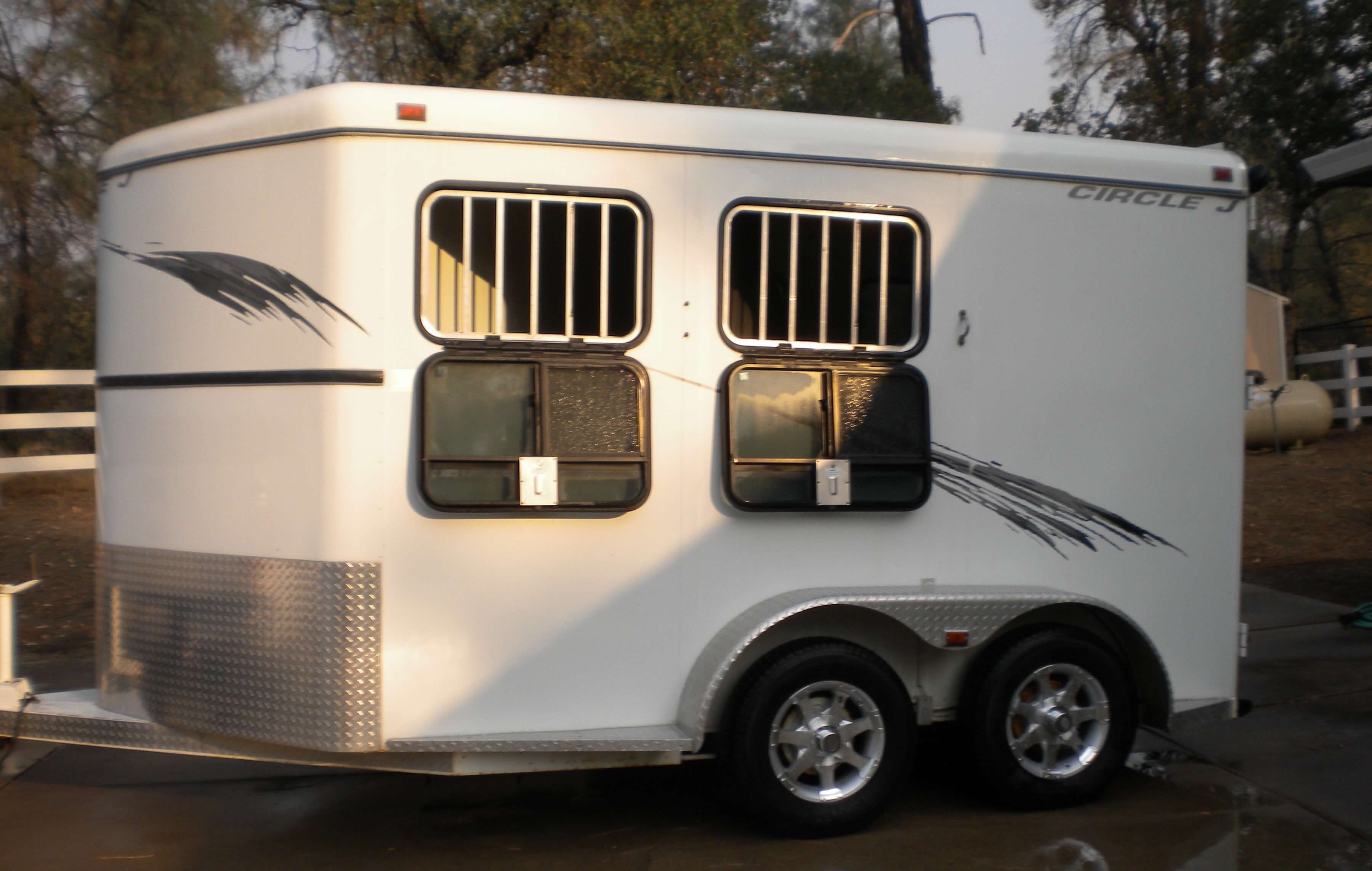 Horse Trailer Picture with Hispec Series 06 Wheels