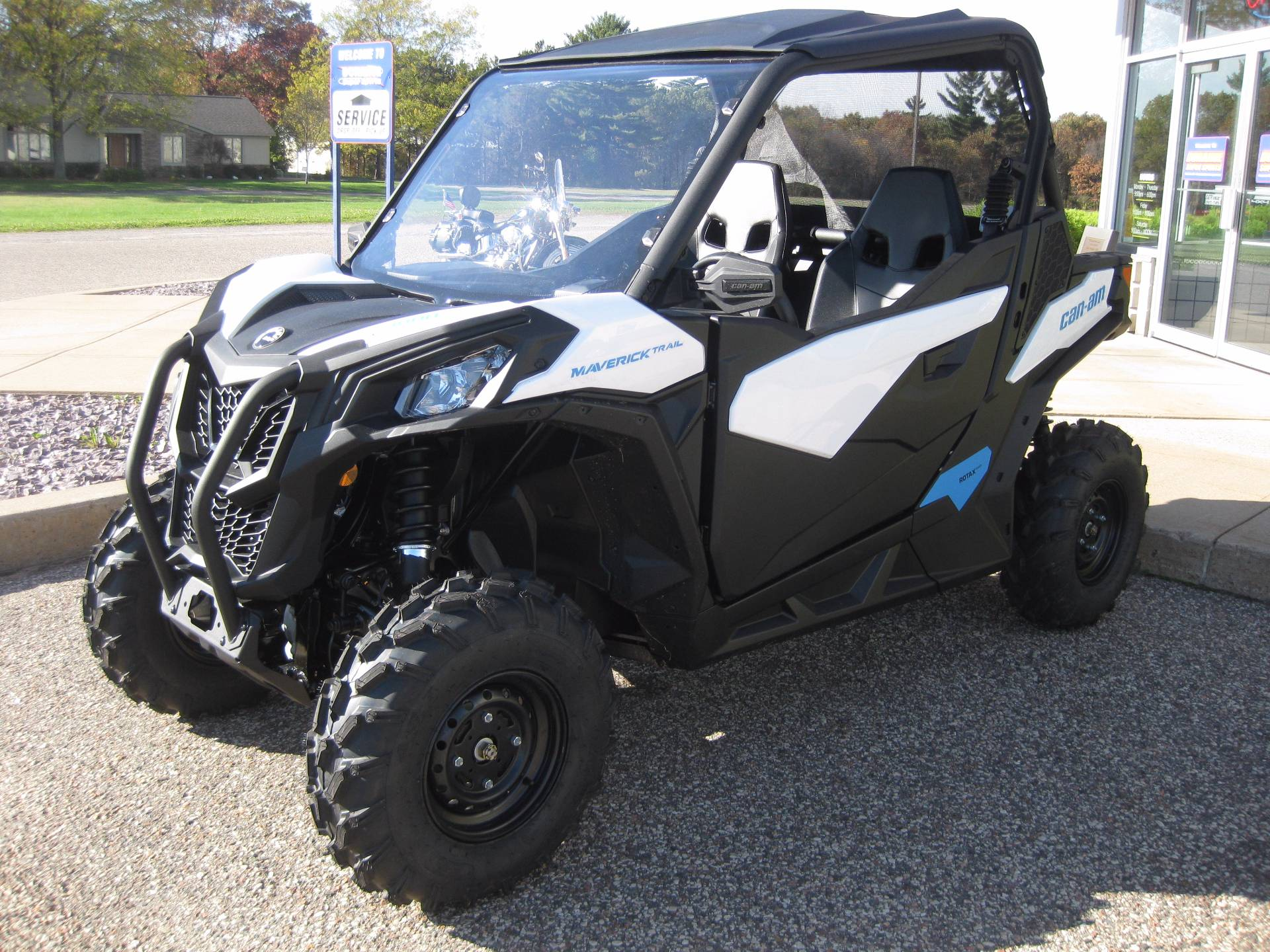 18-can-am-maverick-trail.jpg