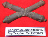 Civil War Artillery Crossed-cannons Insignia, dug Taneytown Rd. Gettysburg