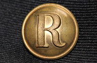 "Confederate rifleman stippled block ""R"" button, English wartime manufacture"