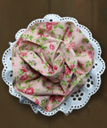 Little Prim Rose Clip - Rose Garden