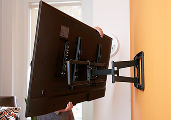 TV tv can safely attach to the wall mounting bracket