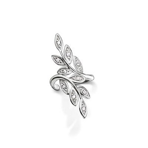 The filigree tendrils of the FAIRY TWINES earcuff gracefully nestle up against its wearer's earlobe. In the sun, white pavé zirconia brings a sparkle to the delicate leaves crafted from 925 Sterling silver.