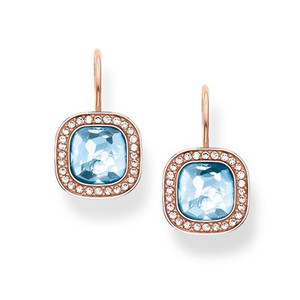 The dazzling aqua-blue THE SECRET OF COSMO swan-neck earrings reflect the secret of the cosmic colour spectrum in a truly special way: the sensual, hammered look of the blue synthetic spinel in the THOMAS SABO signature cut and the feminine cushion shape make these earrings with 18kt rose gold plating sparkle like stars in the sky.