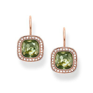 The dazzling green THE SECRET OF COSMO swan-neck earrings reflect the secret of the cosmic colour spectrum in a truly special way: the sensual, hammered look of the green synthetic spinel in the THOMAS SABO signature cut and the feminine cushion shape make these earrings with 18kt rose gold plating sparkle like stars in the sky.