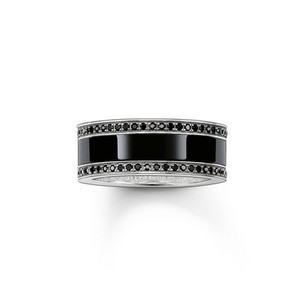 The graphic design of the COOL CERAMICS ring unites the classic sparkle of black pavé zirconia with the shiny look of high-end ceramic. The ring, crafted from blackened 925 Sterling silver, radiates particularly elegantly when combined with the THOMAS SABO ceramic watches.
