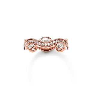 The filigree line of pavé zirconia stones in the THE ETERNITY OF LOVE ring with 18k rose gold plating gently nestles up to ellipse-shaped zirconia stones and wraps itself around its wearer's finger in delicate, seemingly endless waves.