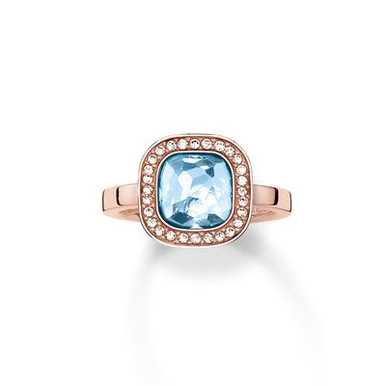 The secret of the cosmos is reflected in the never-ending universe of colours of the dazzling aqua-blue THE SECRET OF COSMO ring: the sensual, hammered look of the blue synthetic spinel in the THOMAS SABO signature cut and the feminine cushion shape make this ring with 18kt rose gold plating reflect light like sparkling stars.