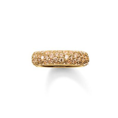 The stunningly-designed structure of the irregularly-set, champagne-coloured pavé zirconia lends the magically-dazzling CRUSHED PAVÉ ring its extraordinary sparkle. A setting crafted from radiant 18kt yellow gold plating envelops this feminine band ring with a harmonious symphony of colours that completes the tricolour look of the CRUSHED PAVÉ range.