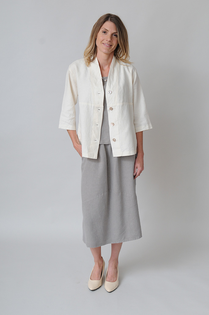 Casual skirt cut in a classic A-line and slightly fitted with fullness through the thighs for easy movement.