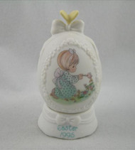 PM102709 EGG WITH STAND DATED 1995 G/W BUTTERFLY