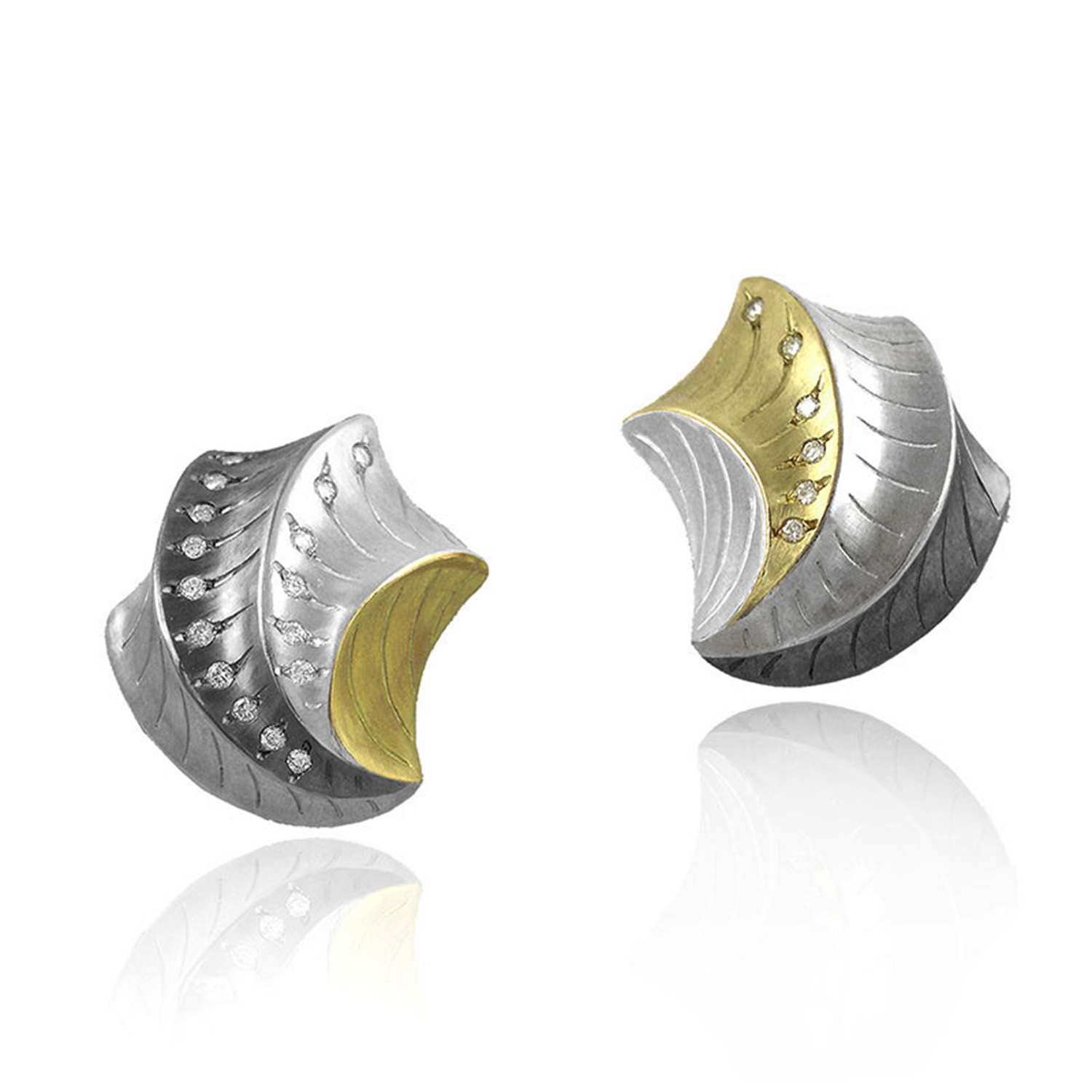 Shell Shape Earrings by K.Mita