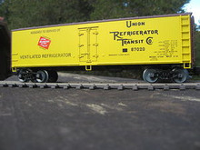 Weaver Milwaukee Road 40' Reefer, 3 or 2 rail