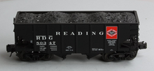 Atlas O Reading   2 Bay Fishbelly Hopper (roman lettering), 3 rail