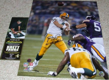 """BRETT FAVRE hand-signed   & Inscribed  """"421 Tds 9/30/07""""  Limited Edition of 421 16x20 photo  with Official Brett Favre Authentication."""