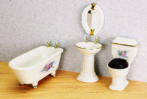 Bathroom Set with Flowers