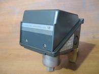 UNITED ELECTRIC PRESSURE CONTROLLER (J300) NEW SURPLUS