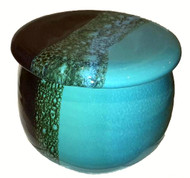 French Butter Crock in OCEAN TIDE glaze from Clay in Motion keeps butter fresh and spreadable right from your table.    Each porcelain form is hand glazed, so colors and patterns may vary slightly from photos shown.