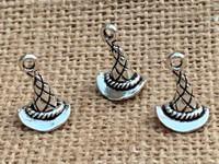 1   Wizard or Witches Hat Charm