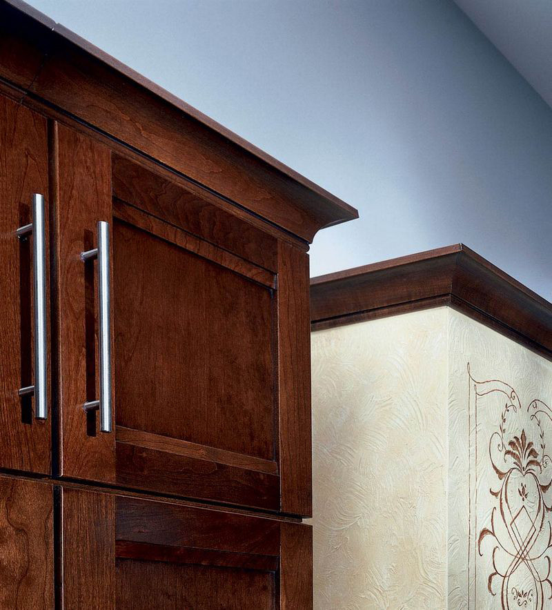 Large Cove Molding as Crown - KraftMaid