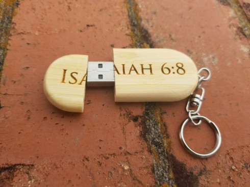 Personalized Engraved 8GB Bamboo USB Keychain, Wood USB Flash Drive Keyring, Wedding Favors, Custom USB, Photographer, Wedding Gift