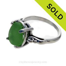 Vivid Green Sea Glass Scroll Ring In Sterling  - Size 8 (Re-Sizeable)
