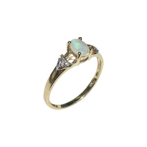 MYSTERIOUS LOVE 9kt GOLD OPAL RING