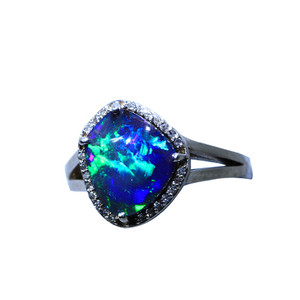 BRIGHT MIRROR SKY 18kt WHITE GOLD & DIAMOND OPAL RING