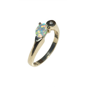 EMBRACED LOVE 9kt GOLD OPAL RING