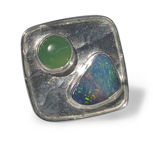 SOLID OPAL RING WITH CHRYSOPRASE