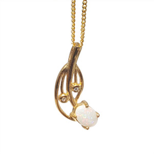 FLOWER BLOSSOM 18kt GOLD PLATED OPAL NECKLACE
