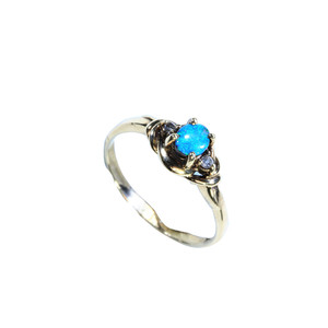 DELICATE SEA SPRAY 14KT GOLD OPAL RING
