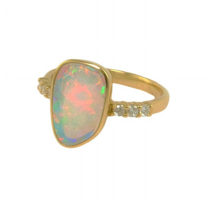 AMAZING DELIGHT 14KT GOLD NATURAL AUSTRALIAN WHITE OPAL RING