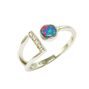 A RED FLASH DANCE STERLING SILVER AUSTRALIAN OPAL RING