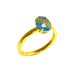 A RED FIRE 18KT GOLD PLATED AUSTRALIAN BLACK OPAL RING