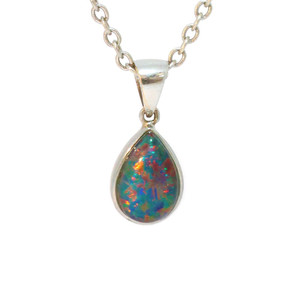 A DEEP FIRE DROP 14KT WHITE GOLD AUSTRALIAN BLACK OPAL NECKLACE