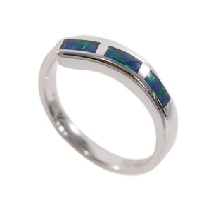 A BRILLIANT ADVENTURE STERLING SILVER AUSTRALIAN OPAL RING