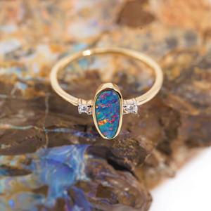 BRILLIANT RAINBOW DIAMOND 14KT  GOLD AUSTRALIAN OPAL & DIAMOND RING