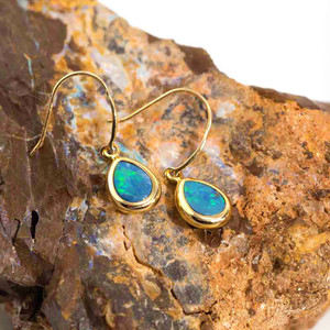EARTHS MAJESTY 14KT YELLOW GOLD AUSTRALIAN OPAL DROP EARRINGS