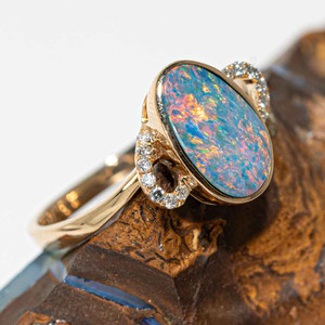 A RAINBOW WONDERLAND 14KT GOLD & DIAMOND AUSTRALIAN OPAL RING