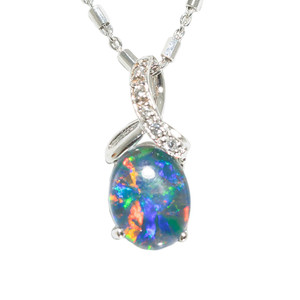 AN EARTHS DOME STERLING SILVER AUSTRALIAN BLACK OPAL NECKLACE