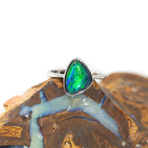 1 BRIGHT ELECTRICITY STERLING SILVER BLACK OPAL RING
