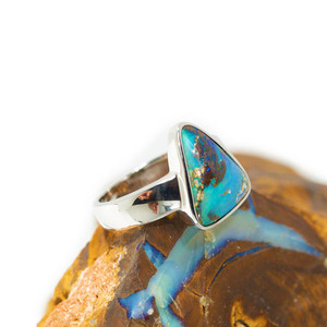 BEAUTIFUL BAHIA STERLING SILVER NATURAL AUSTRALIAN BOULDER OPAL RING
