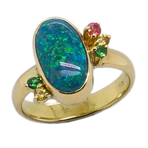 1 CANDY MAGIC, 18KT YELLOW GOLD & AUSTRALIAN BLACK OPAL RING
